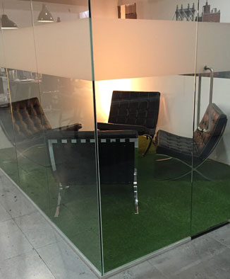 Artificil grass installation in office