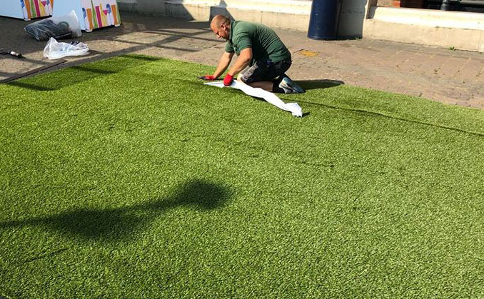 Astrolondon team doing free maintenance and quality control on astro turf garden