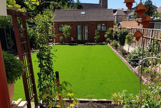 Specialised/Sports 15mm plastic grass portfolio
