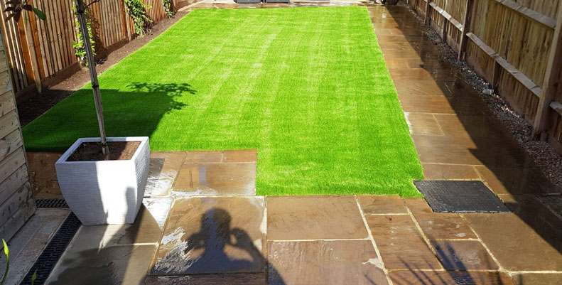 artificial grass installation by AstroLondon